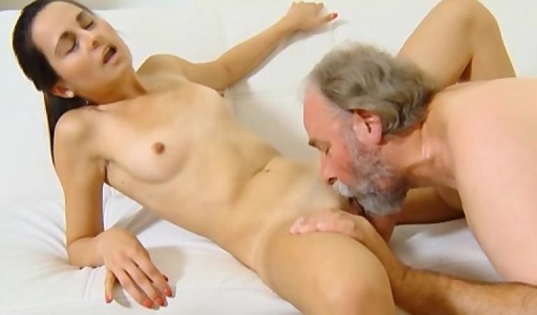 porno-video-so-starim-uchitelem